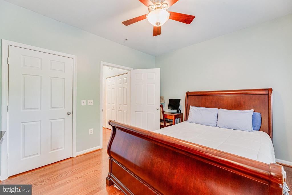 Second bedroom with walk in closet also - 9480 VIRGINIA CENTER BLVD #117, VIENNA