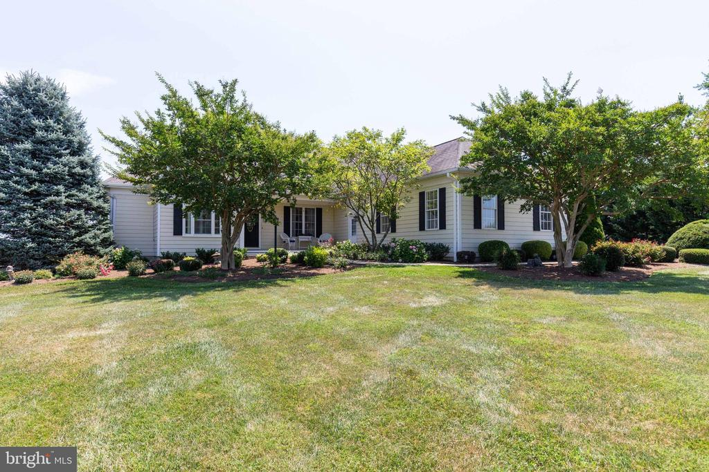 Beautifully Landscaped - 38235 MILLSTONE DR, PURCELLVILLE