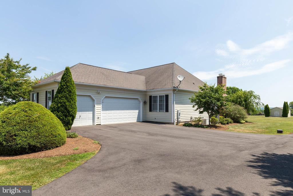 3 Car Side Load Garage - 38235 MILLSTONE DR, PURCELLVILLE