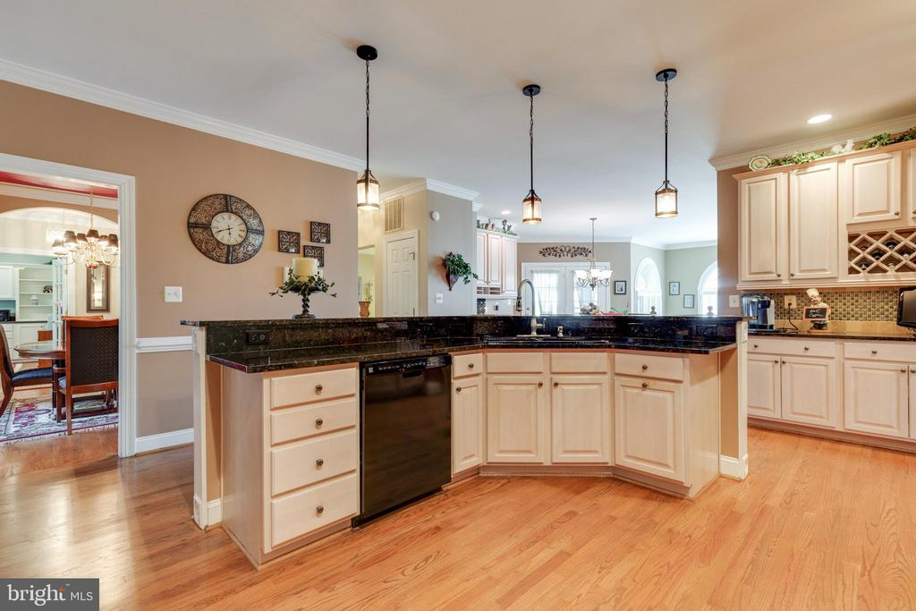 Ample Storage & Wine Rack - 38235 MILLSTONE DR, PURCELLVILLE