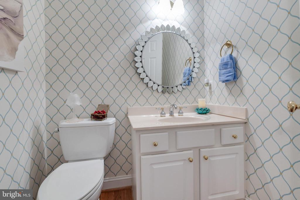 Powder Room on Main Level - 38235 MILLSTONE DR, PURCELLVILLE