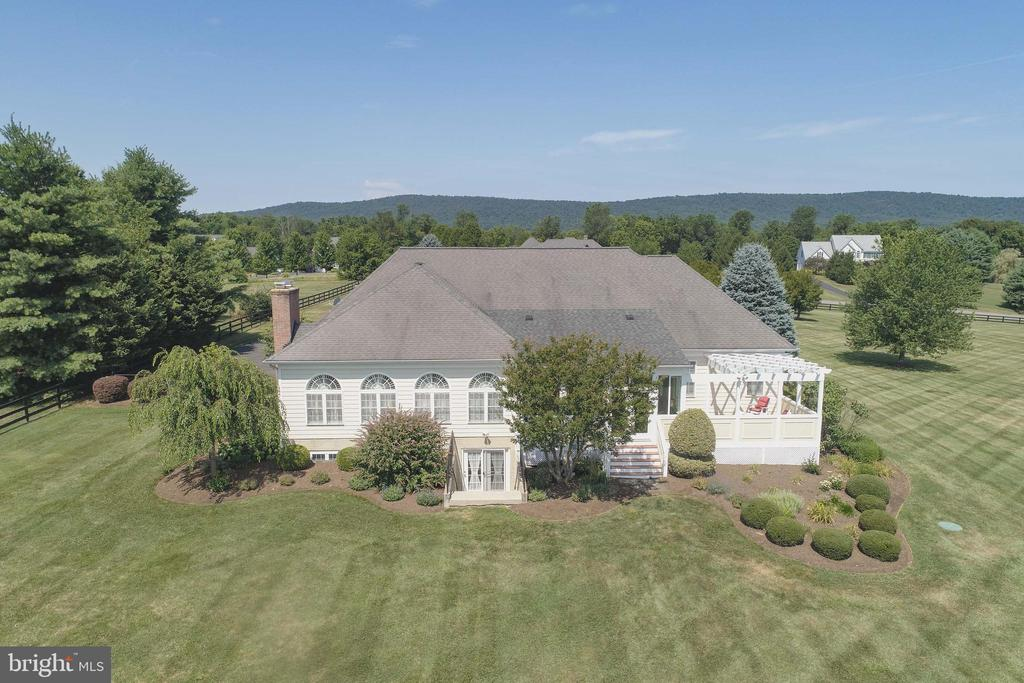 Great Deck to Enjoy the Views - 38235 MILLSTONE DR, PURCELLVILLE