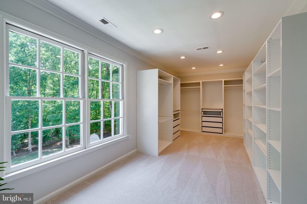 1 large walk-in closet - 11112 HAMPTON RD, FAIRFAX STATION