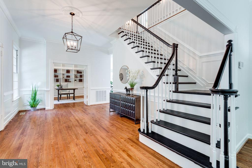 Retreat upstairs to private quarters - 11112 HAMPTON RD, FAIRFAX STATION
