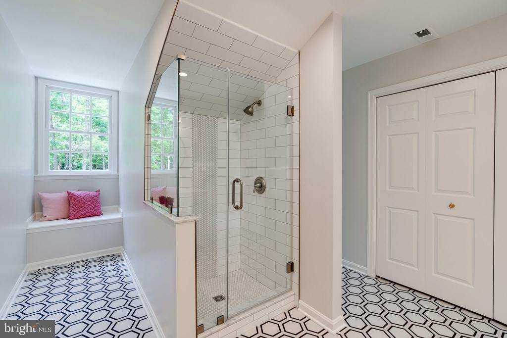 Frameless shower & 2 dormer nooks - 11112 HAMPTON RD, FAIRFAX STATION