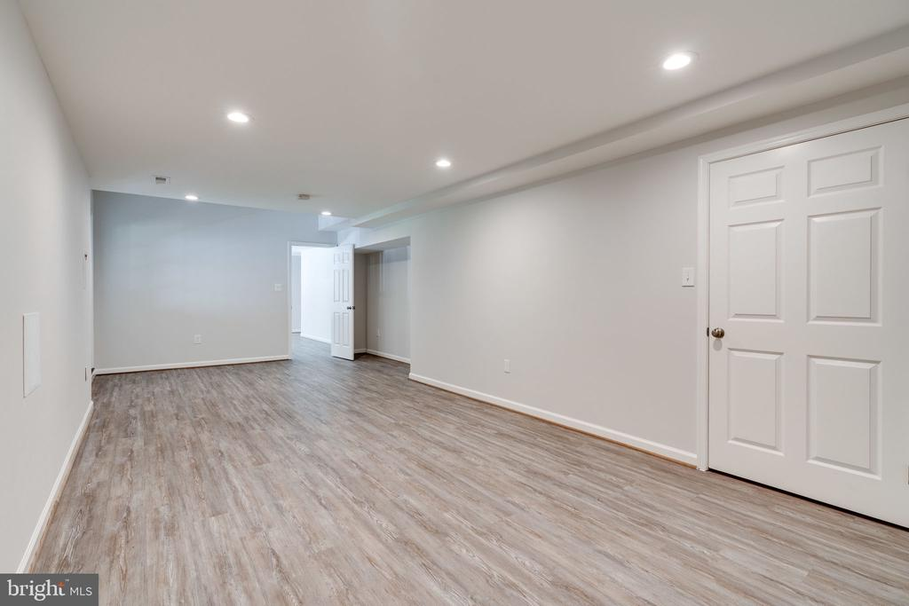 Room can be for media  or another office - 11112 HAMPTON RD, FAIRFAX STATION
