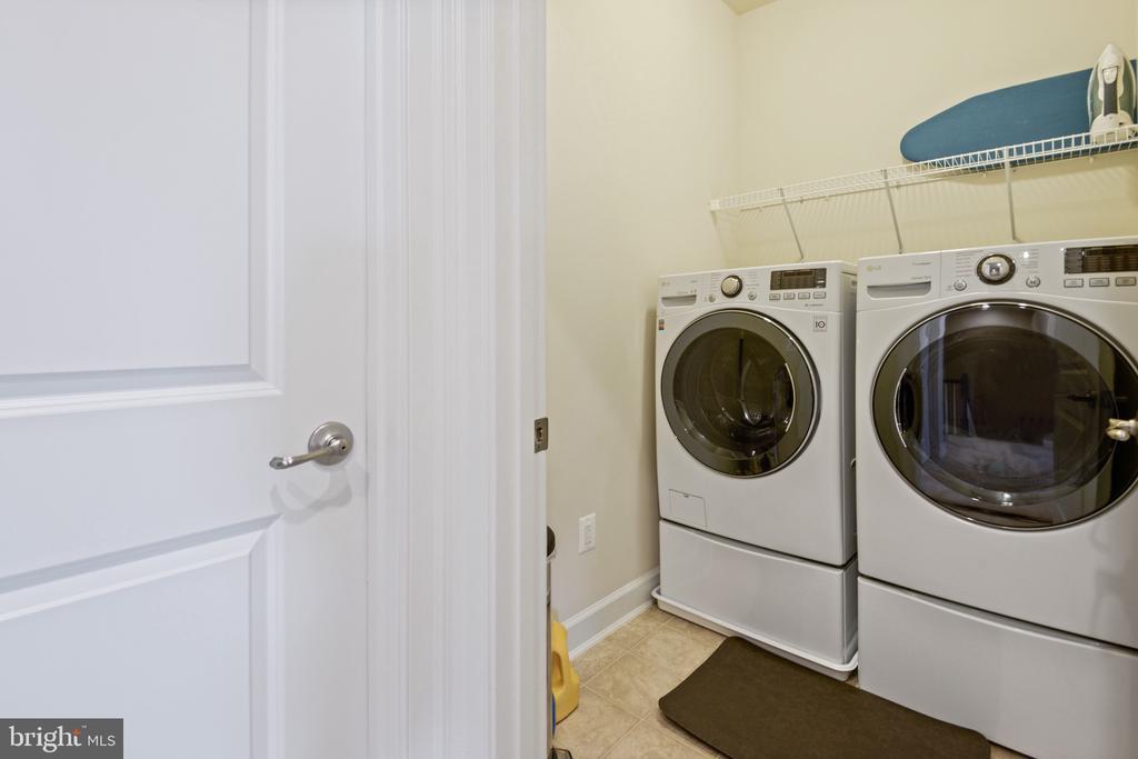 Upper Level Laundry - 44380 FOXTHOM TER, ASHBURN