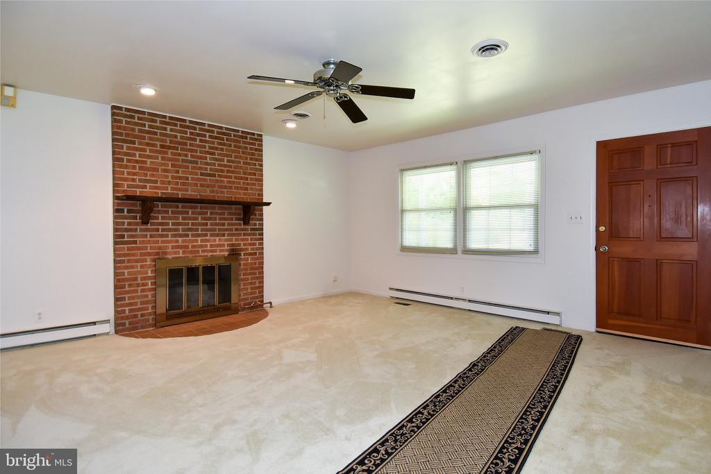Living Room - 222 OLDE CONCORD RD, STAFFORD