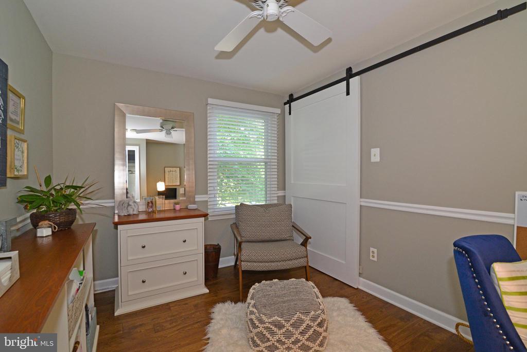 Bedroom #2 with barn door style closet doors! - 1613 FOLLEY LICK CT, HERNDON