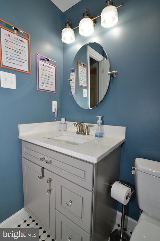 New vanity, flooring/fixtures upper hall bath! - 1613 FOLLEY LICK CT, HERNDON