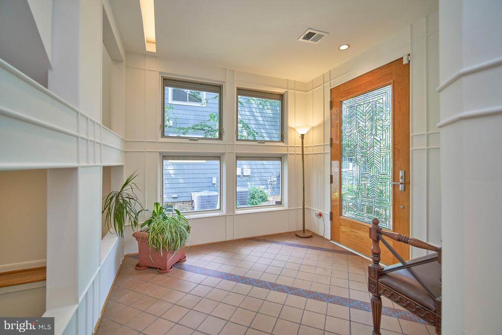 Foyer - 1406 N JOHNSON ST, ARLINGTON
