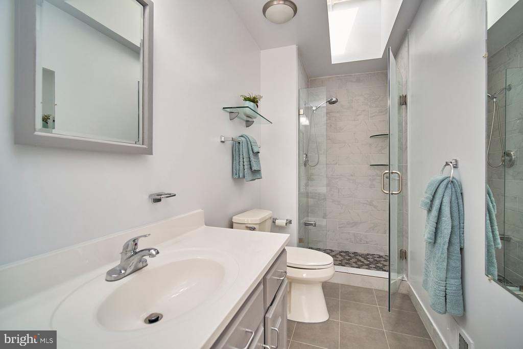Master Bathroom - 1406 N JOHNSON ST, ARLINGTON