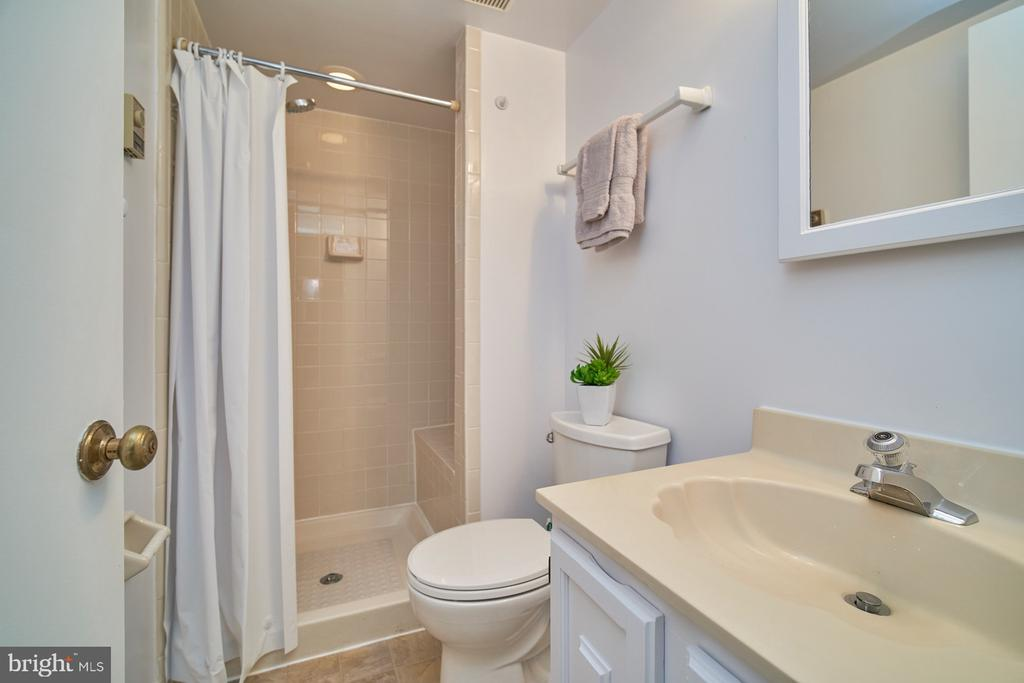 Lower Level Full Bathroom - 1406 N JOHNSON ST, ARLINGTON
