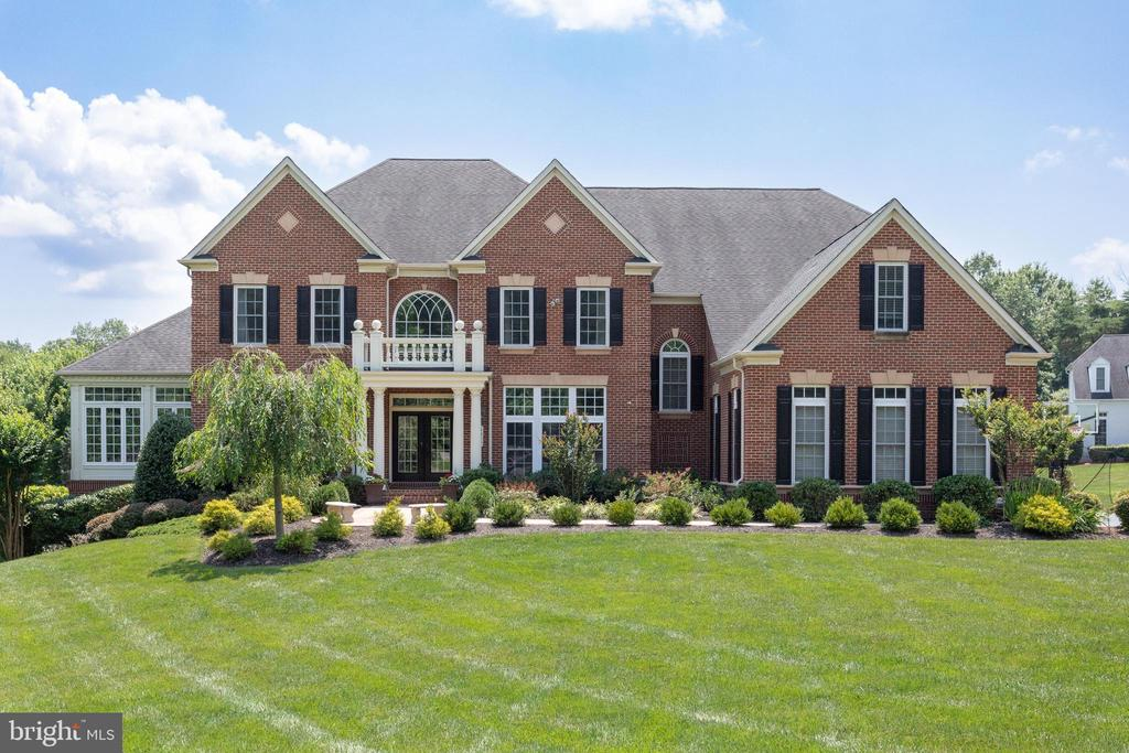 Exquisite All Brick Home on a Serene 1.7 Acre Lot - 2508 COULTER LN, OAKTON