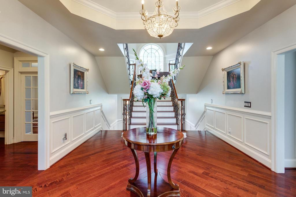 Foyer Leading to Elegant Grand Staircase. - 2508 COULTER LN, OAKTON