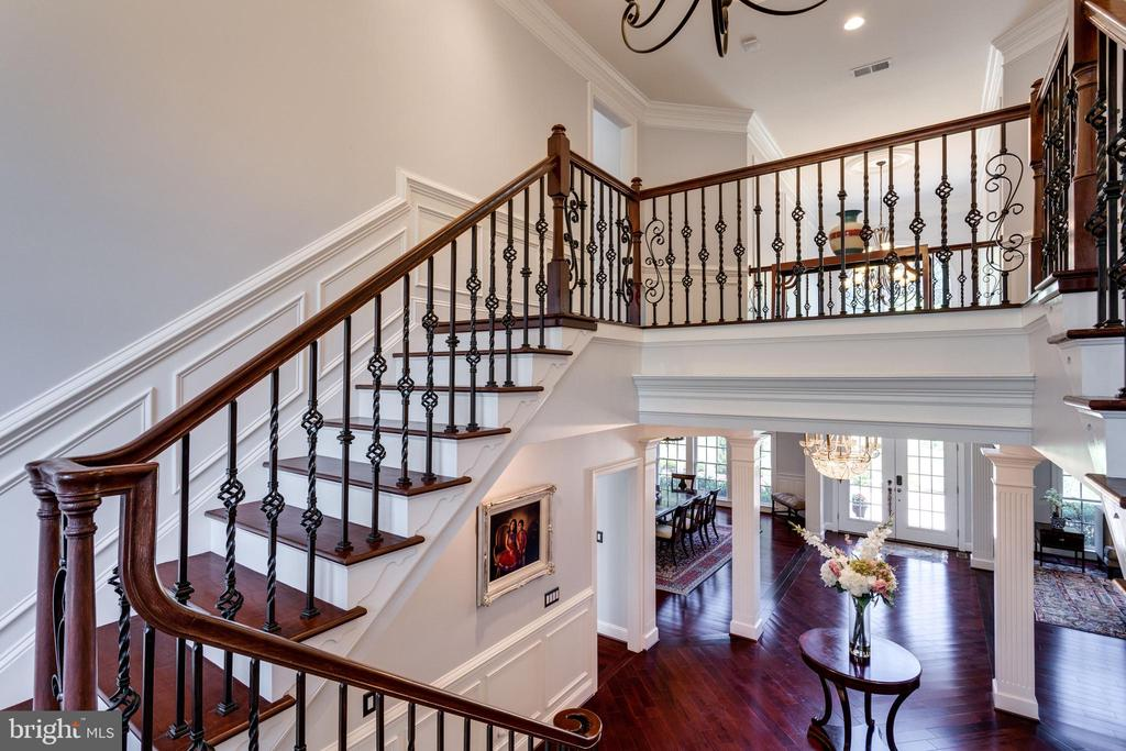 Handsome Architectural Details in Grand Staircase. - 2508 COULTER LN, OAKTON