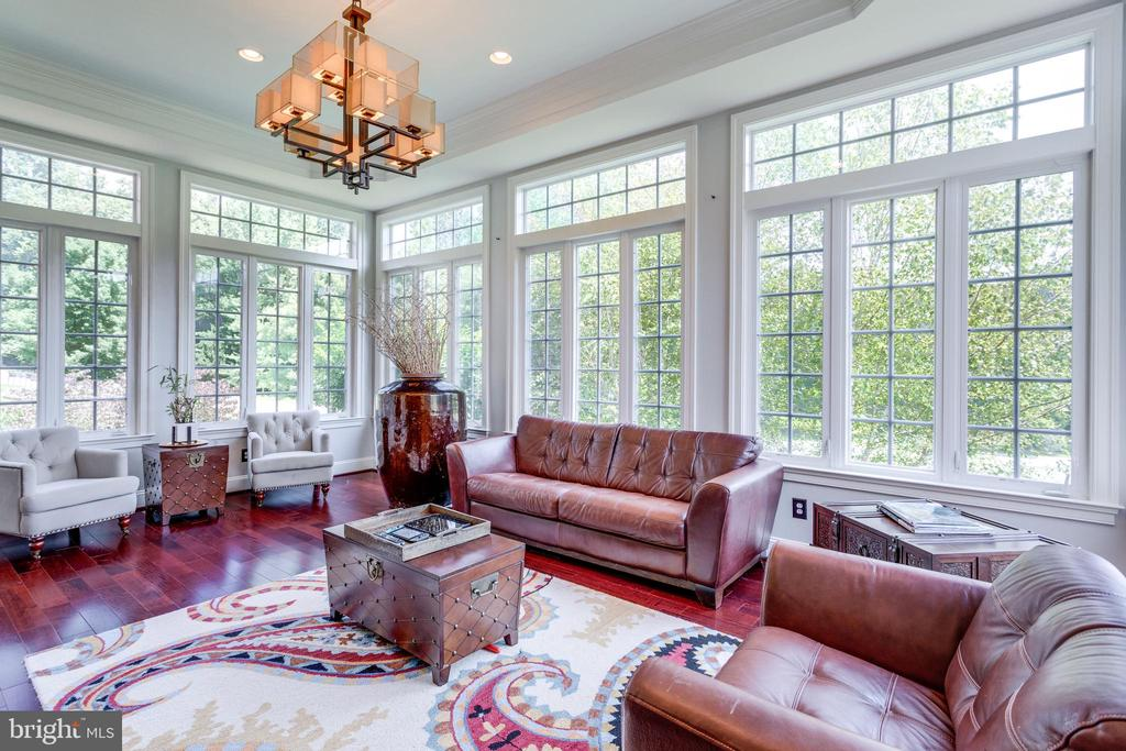 Enormous Sunroom Adjacent to Living Room  & Study. - 2508 COULTER LN, OAKTON