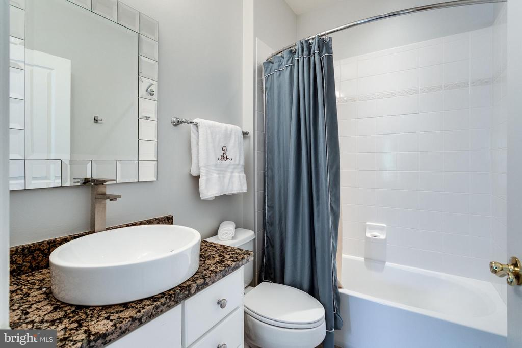 Ensuite for 4th Upper Lvl. Bedroom. - 2508 COULTER LN, OAKTON
