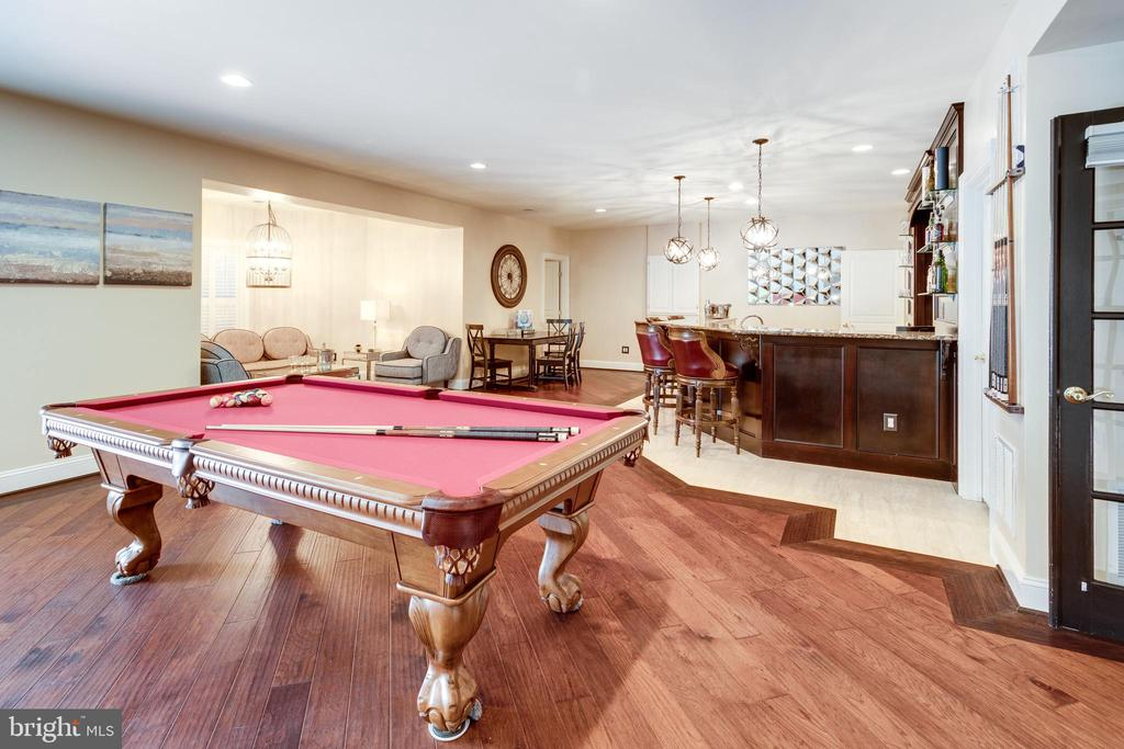Great Space for Entertaining and Play. - 2508 COULTER LN, OAKTON