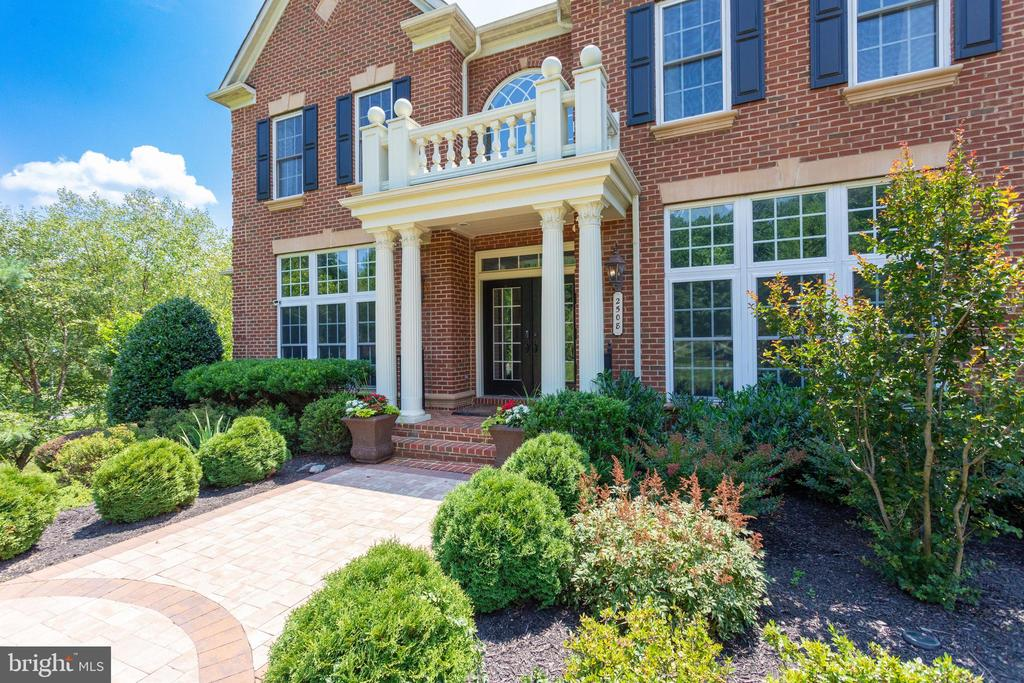 Circular Patio Leads to Elegant Columned Entryway. - 2508 COULTER LN, OAKTON
