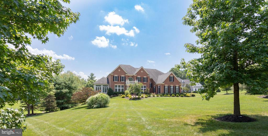 An Elegant Home for  the Ages. - 2508 COULTER LN, OAKTON