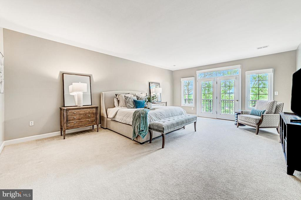 Serene master bedroom with private balcony - 18382 FAIRWAY OAKS SQ, LEESBURG