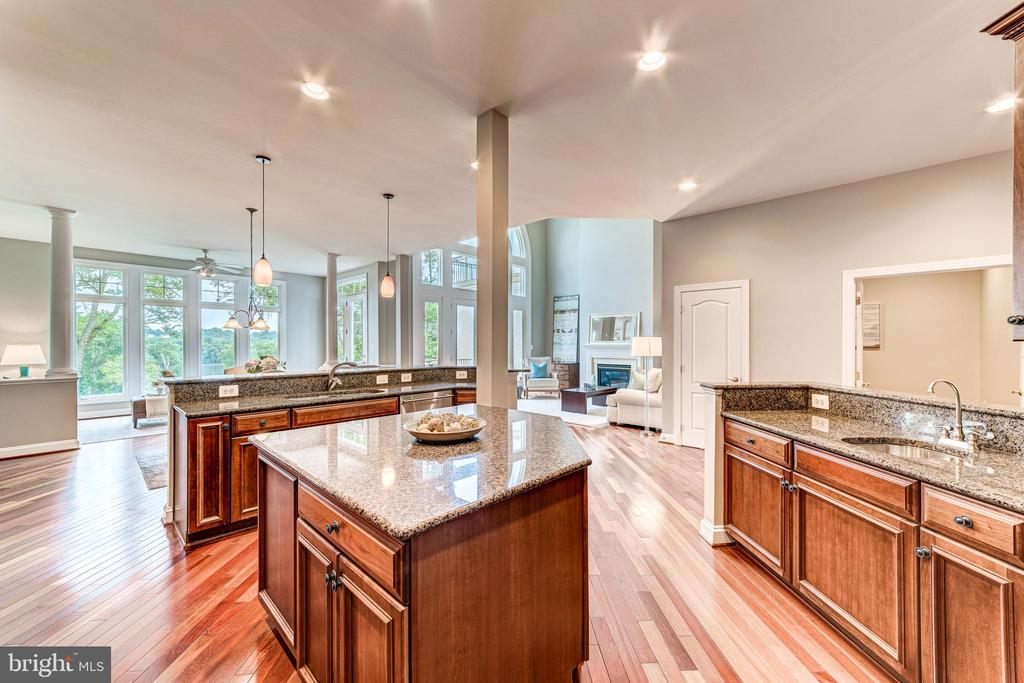 Expansive kitchen offers tons of prep space - 18382 FAIRWAY OAKS SQ, LEESBURG
