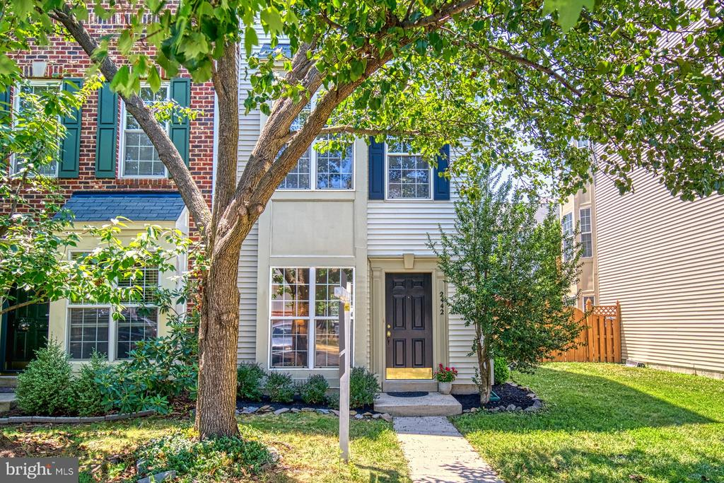 End unit town home - 2442 OLD FARMHOUSE CT, HERNDON