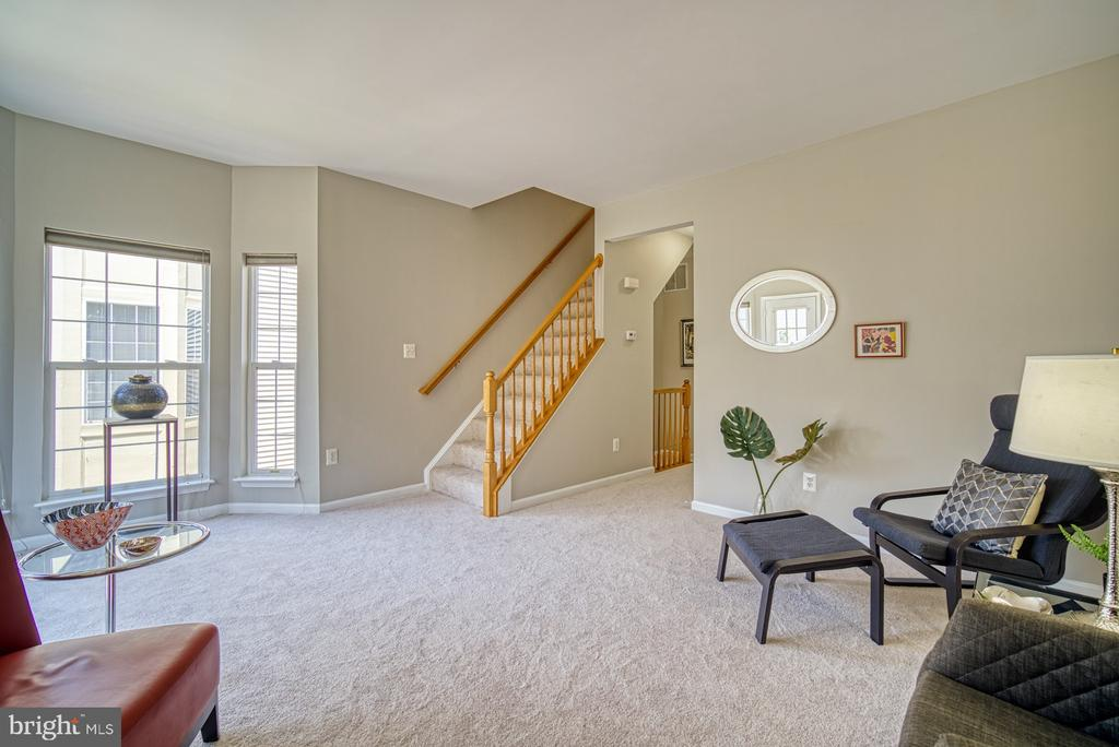 Expansive family room off the upper floor - 2442 OLD FARMHOUSE CT, HERNDON