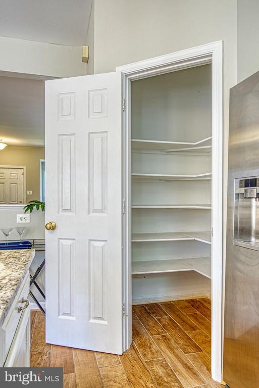 large pantry - 2442 OLD FARMHOUSE CT, HERNDON