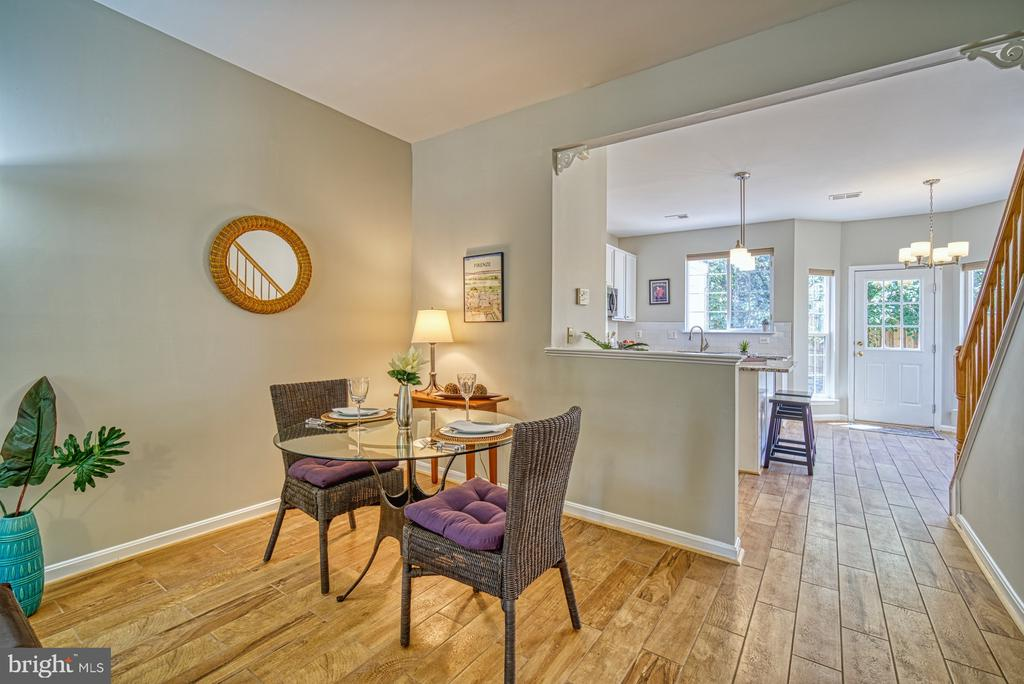 Dining space - 2442 OLD FARMHOUSE CT, HERNDON