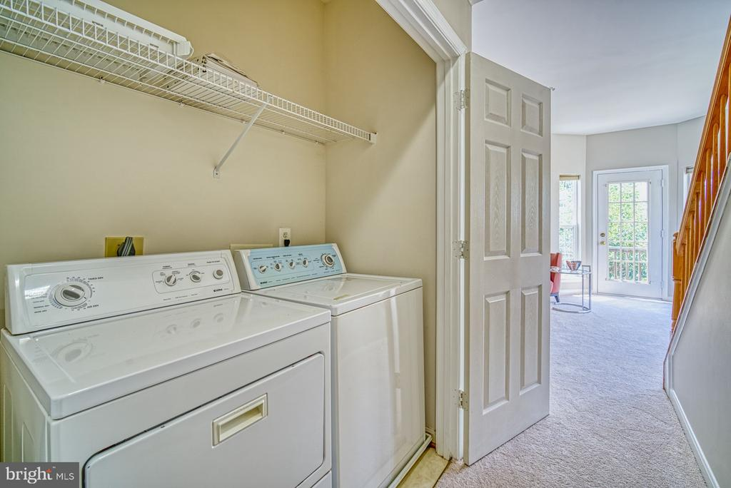 Washer and dryer on the upper floor for convenienc - 2442 OLD FARMHOUSE CT, HERNDON