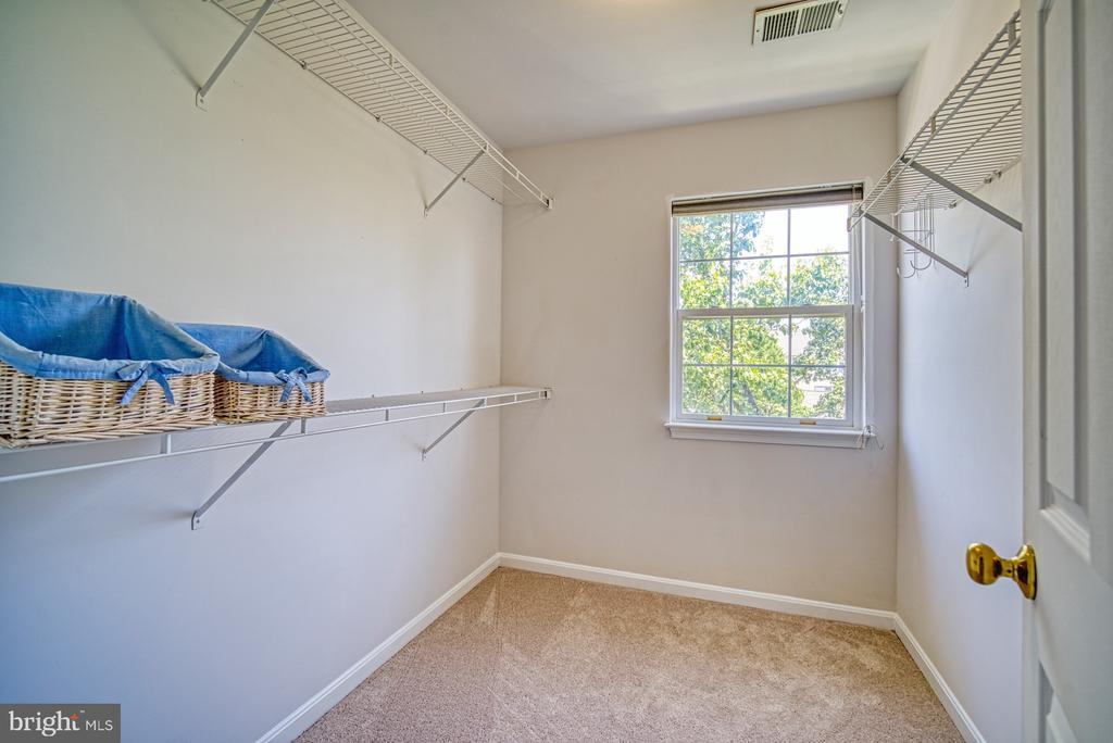 Walk in closet - 2442 OLD FARMHOUSE CT, HERNDON