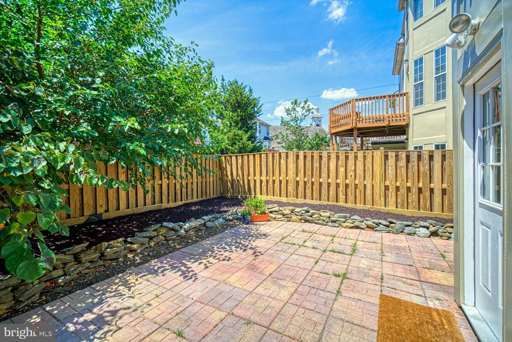 Fully fenced back yard - 2442 OLD FARMHOUSE CT, HERNDON