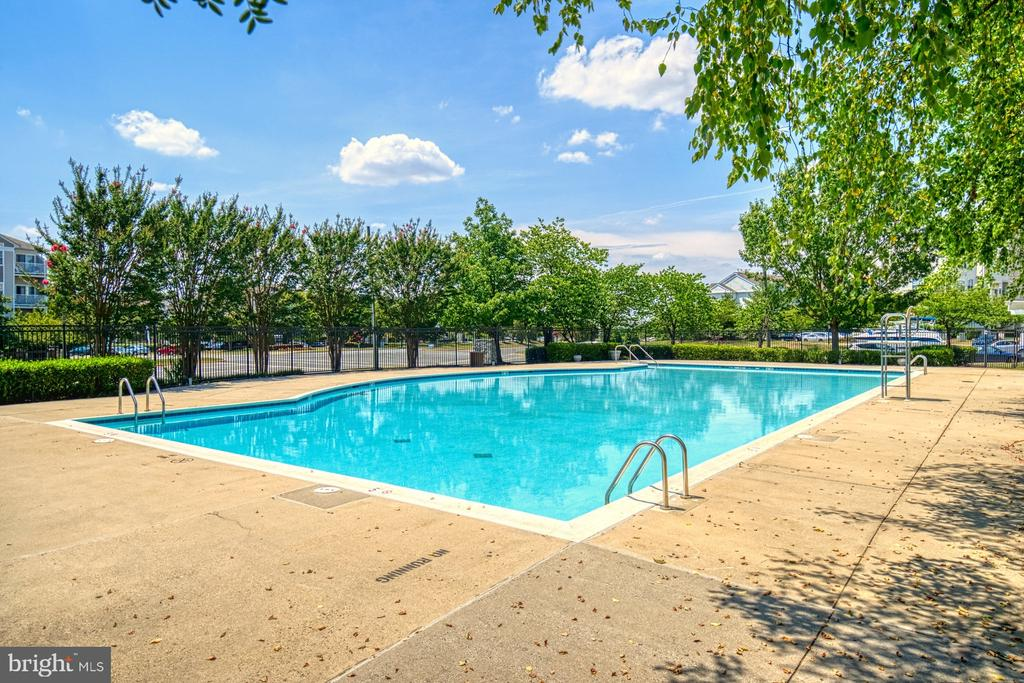 2 community pools and other amenities - 2442 OLD FARMHOUSE CT, HERNDON