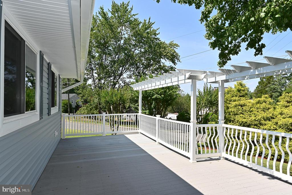 Deck - 5700 CHAPIN AVE, ALEXANDRIA