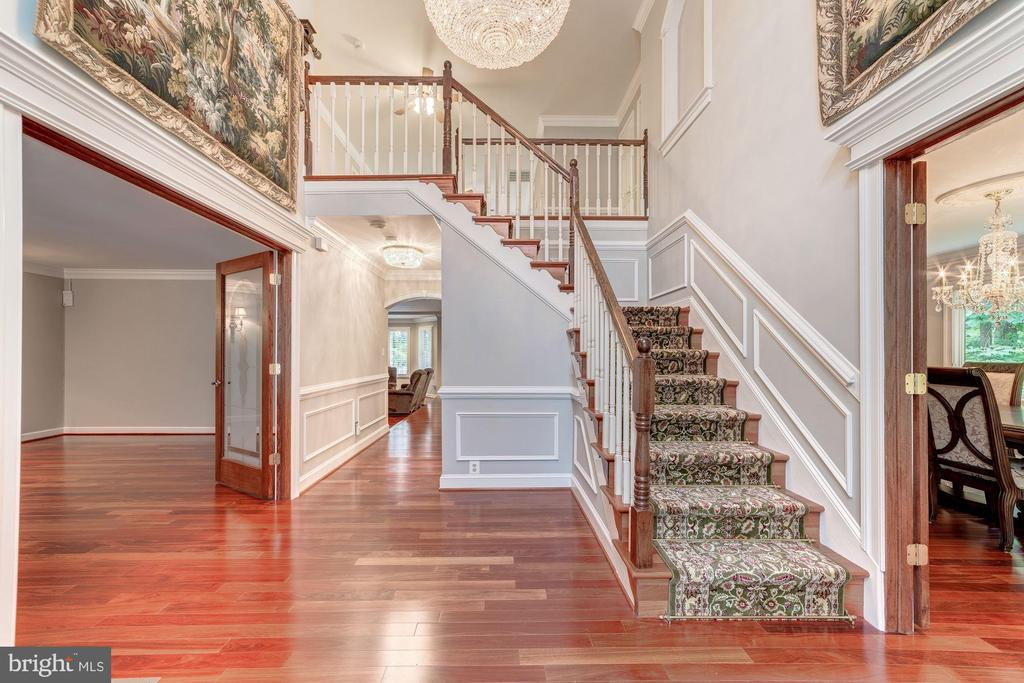 Impressive. and welcoming Foyer - 7395 BEECHWOOD DR, SPRINGFIELD