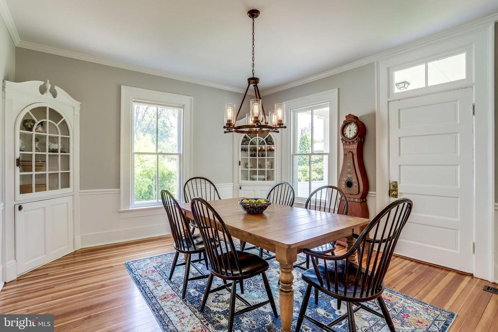 Dining Room with built-in cabinets! - 652 SPRING ST, HERNDON