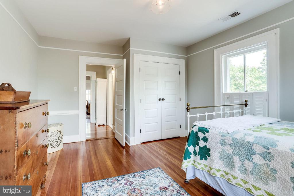 Custom second closet- can be done in all rooms. - 652 SPRING ST, HERNDON