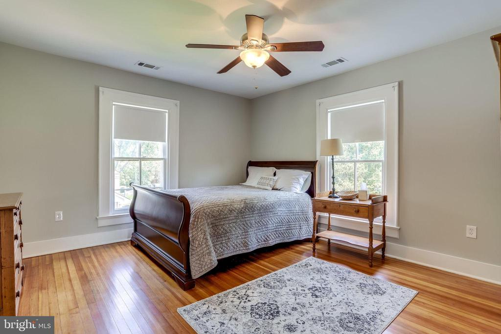 Another comfortable bedroom- full of sunlight! - 652 SPRING ST, HERNDON