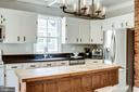 You will love prepping meals in this kitchen! - 652 SPRING ST, HERNDON