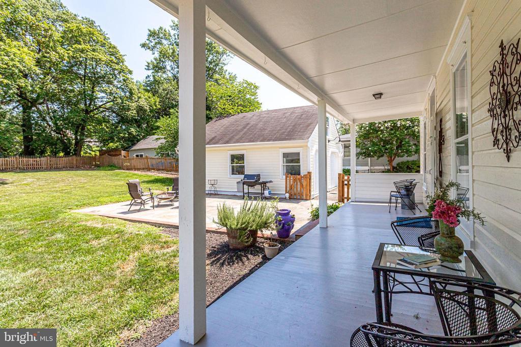 Back porch! - 652 SPRING ST, HERNDON