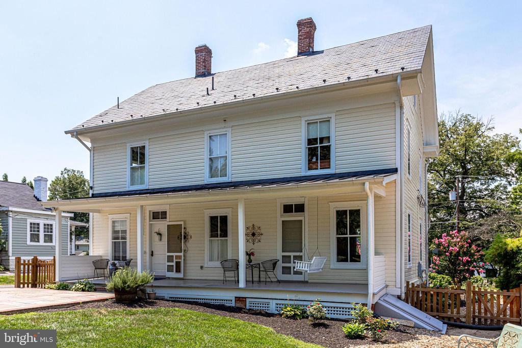 Perfect porch for moon watching! - 652 SPRING ST, HERNDON
