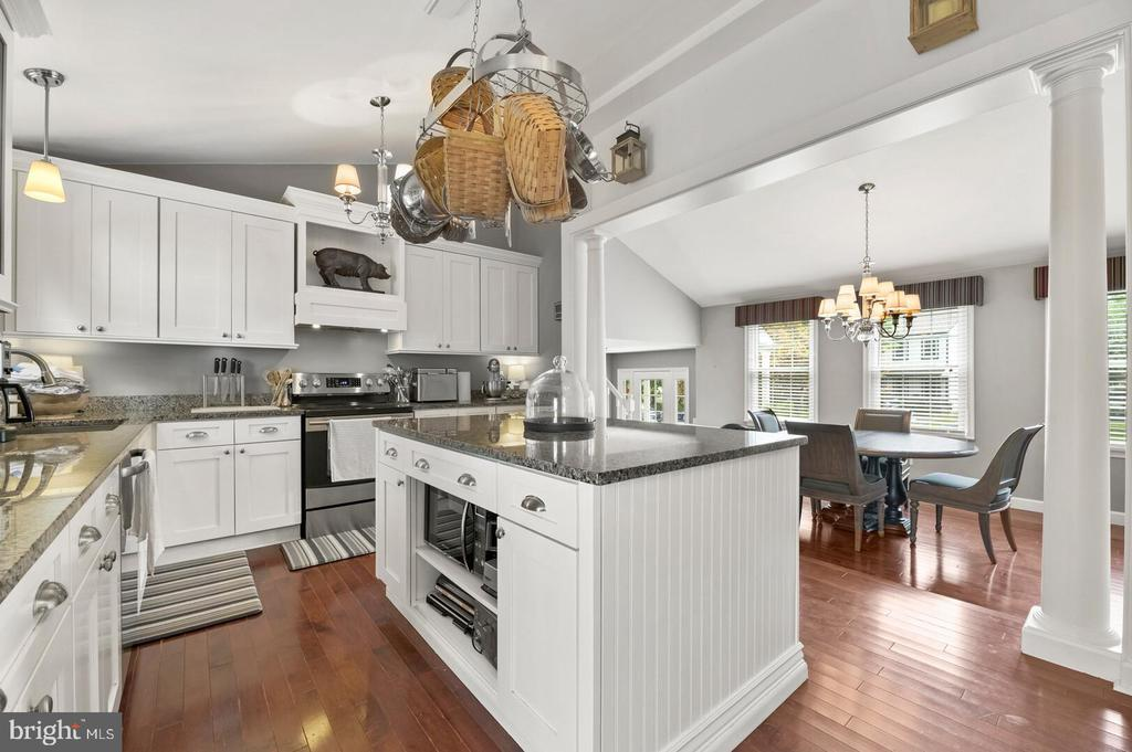 - 12 DUDLEY CT, STERLING