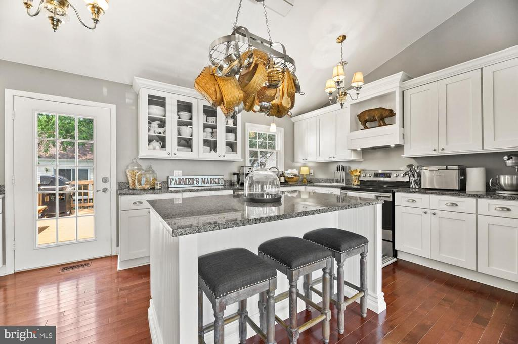 Custom white cabinets with granite counters - 12 DUDLEY CT, STERLING