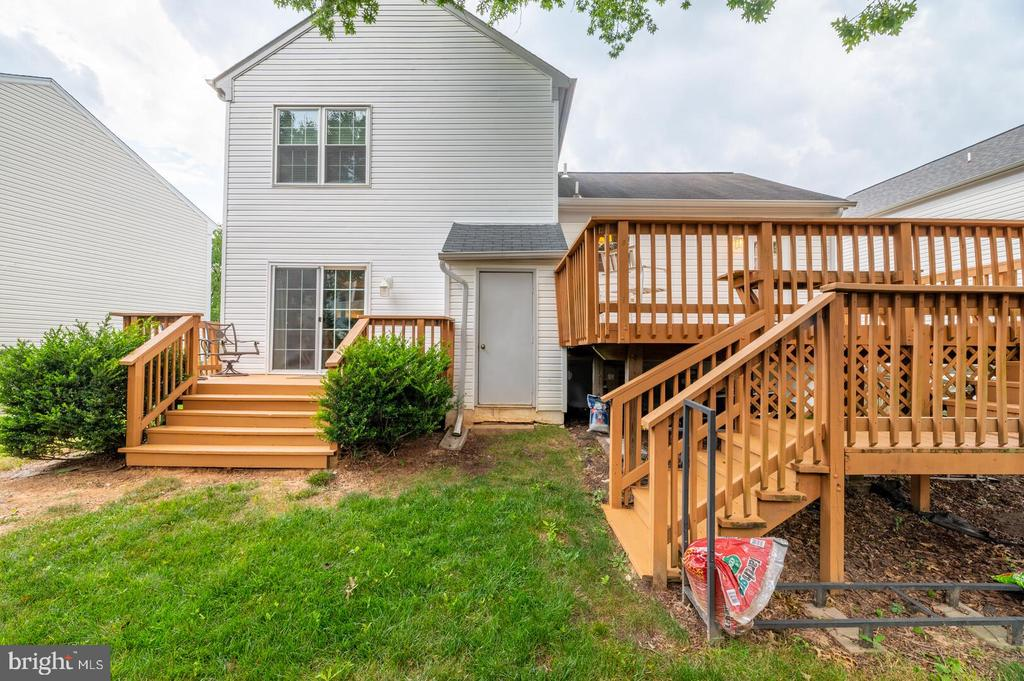 Two decks! - 12 DUDLEY CT, STERLING