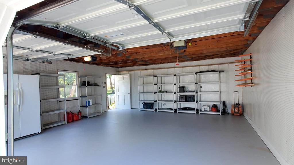 Plenty of space for even big cars! - 652 SPRING ST, HERNDON