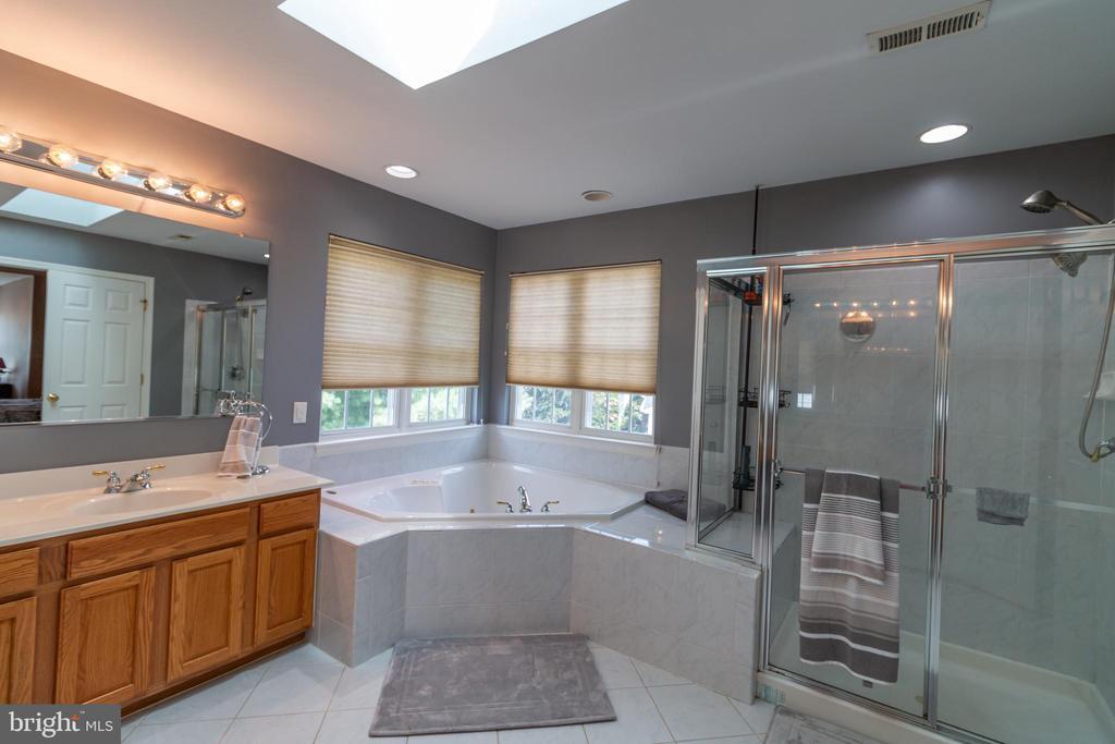 master bathroom with jacuzzi tub - 1302 WANETA CT, ODENTON