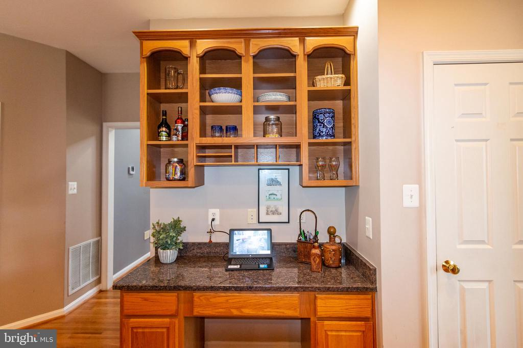work station in kitchen - 1302 WANETA CT, ODENTON