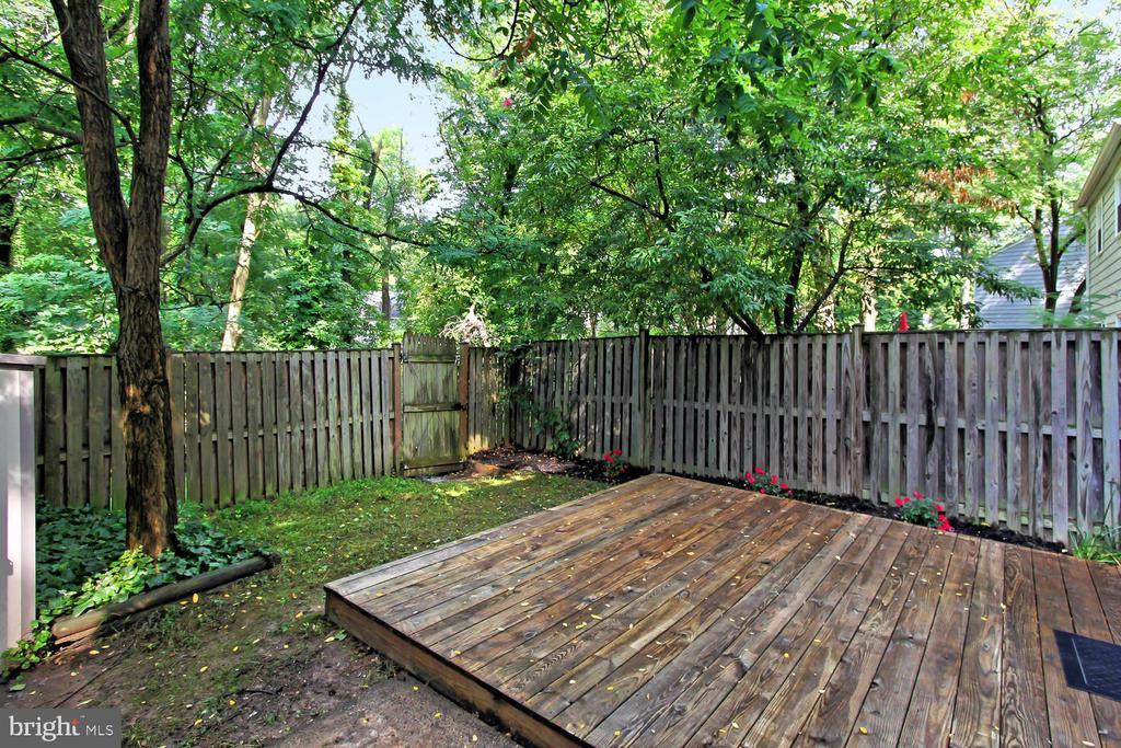 Fully Fenced Rear Yard - 4923 TIBBITT LN, BURKE